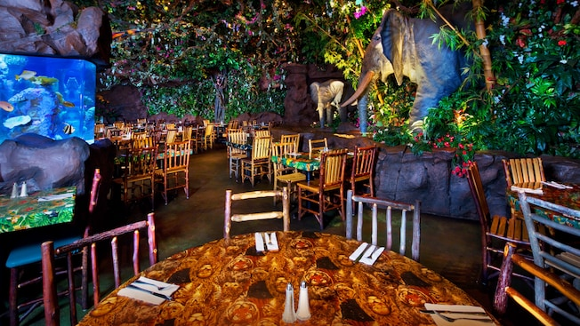 This image has an empty alt attribute; its file name is rainforest-cafe-animal-kingdom-00.jpg